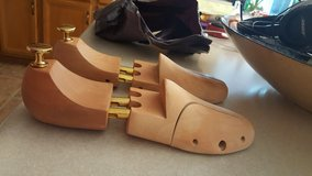 PINE WOOD SHOE STRETCHER BRAND NEW in Fort Knox, Kentucky