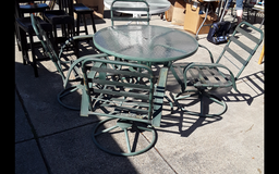Patio Table & Chairs in Travis AFB, California