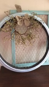 Round plastic shabby chic wire Decor in Chicago, Illinois