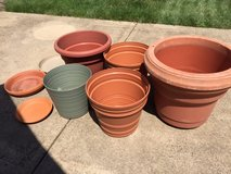 Garden Pots/Planters with Saucers (5) in Cleveland, Ohio