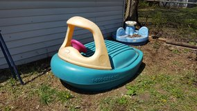 little tikes boat pool / sandbox in Naperville, Illinois