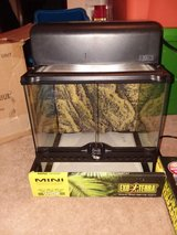 exo terra natural terrarium reptile habitat mini wide with light 12x12x12 in Yorkville, Illinois