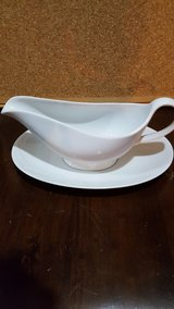 white gravy boat in Chicago, Illinois