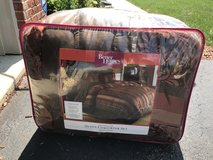 Queen Comforter Set Fall Colors in Bolingbrook, Illinois