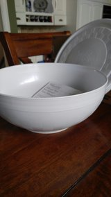 Pampered Chef Chillzane  Bowl and lid in Plainfield, Illinois