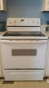 Whirlpool Glass Top Electric Stove in Yucca Valley, California