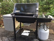 : ) WEBER PROPANE GAS GRILL INC. Full Tank !!! in Naperville, Illinois