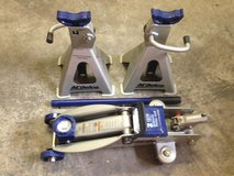 Never used 2ton floor jack and 2 jack stands in Fort Lewis, Washington