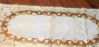 Vintage White Lace Bow Window Gold Plastic Table Linen Cl Flower Floral Decor in Kingwood, Texas