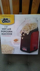 Westbend 4 quart Hot air popcorn machine New. in Orland Park, Illinois