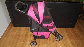 Gen 7 Pets Pet stroller in Joliet, Illinois