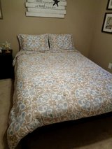 Tahari Queen Comforter, and 2 shams NEVER SLEPT ON Guest room bedset in Camp Lejeune, North Carolina