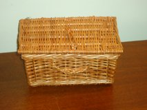 little basket w/lid in St. Charles, Illinois