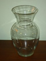 """11"""" clear glass vase in Lockport, Illinois"""