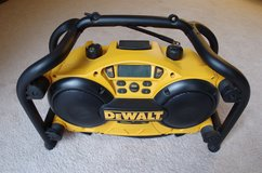 Radio DEWALT DC011 in St. Charles, Illinois