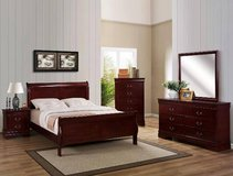 QUEEN SIZE CHERRY  BEDROOM SET - 5 PIECES in Fort Bragg, North Carolina