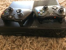 Xbox 1 500gb with 2 controllers in Camp Pendleton, California