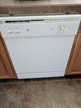 Dish washer in Yucca Valley, California