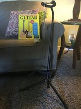 New guitar stand with book and 12 pics in Naperville, Illinois