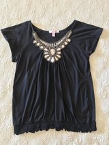 Women's size medium top in Yucca Valley, California