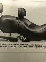 HD Dyna Signature Seat w/ backrest-NEW in Naperville, Illinois