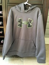 Boys Under Armour Sweatshirt Size Youth Large (10-12) in Plainfield, Illinois