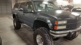 93 CHEVROLET SUBURBAN in Fort Campbell, Kentucky