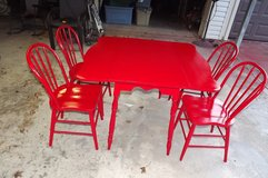VINTAGE ANTIQUE FARMHOUSE TABLE AND CHAIRS in Baytown, Texas