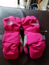 North Face 3t pink gloves in Chicago, Illinois