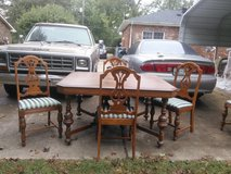 Antique table and 5 chair in Fort Campbell, Kentucky