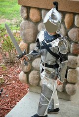 Kid's knight costume size S (Camp Pendleton / South Mesa 1 / Front Gate) in Camp Pendleton, California