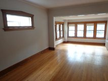 Large Sunny 3-Bedroom Apartment in Forest Park in Glendale Heights, Illinois