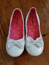 Excellent Condition! Girls White Dress Shoes, Size 3M in Fort Campbell, Kentucky