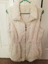 Faux Fur reversible Vest! Size LG! in Fort Campbell, Kentucky