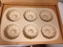 Pampered Chef Mini Fluted Pan in Wilmington, North Carolina
