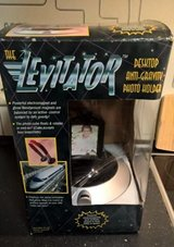 THE LEVITATOR LEVITATING MAGNETIC PHOTO CUBE WITH STAND  NEW in Ramstein, Germany