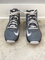 Youth Nike Basketball Shoes - Gray Size 6 (Boy or Girl) in St. Charles, Illinois