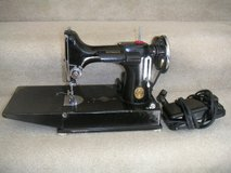 Quilter's Delight, Singer Featherweight Portable Sewing Machine in Quad Cities, Iowa