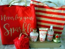 BRAND NEW TOTE WITH BATH SET-LOOK! in Warner Robins, Georgia