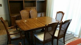 Singer Dining room table & chairs in Joliet, Illinois
