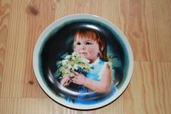 Donald Zolan Childrens plate painting in Beaufort, South Carolina