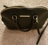 Anne Klein Medium Purse! Like New comes with detachable strap! in Fort Campbell, Kentucky