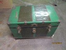 VINTAGE STEAMER TRUNK CHEST. in Naperville, Illinois
