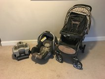 Graco travel system stroller, car seat and base in Chicago, Illinois