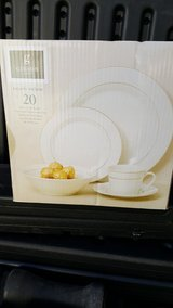 20 pc serving set in Alamogordo, New Mexico