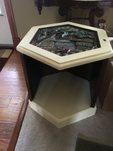 End table  NEED GONE ASAP! in Camp Lejeune, North Carolina