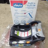 Chicco key fit & key fit 30 car seat base in Camp Pendleton, California