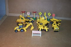 SMALLER PLASTIC CONSTRUCTION TOYS AND PARTS in Yorkville, Illinois