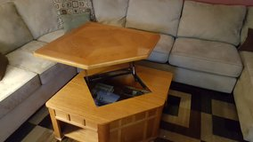 Lift top coffee table in Glendale Heights, Illinois