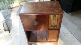 Vintage Radio / Phonograph Console in Cleveland, Texas
